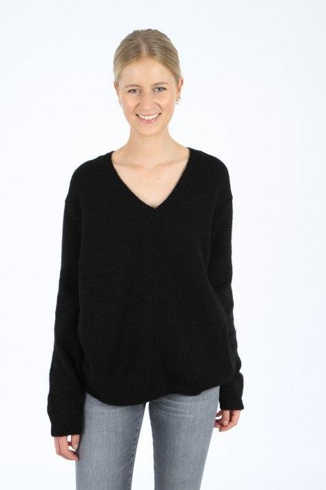 Closed Pullover V-Neck - black